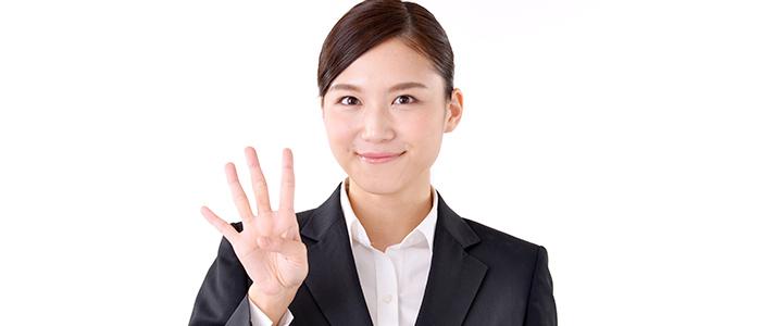 カード発行会社の重要視する4ポイントを解説する女性
