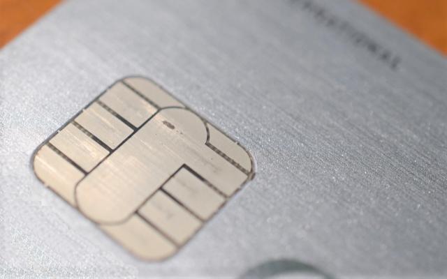アメックスプラチナカード~男のプライドをくすぐる究極のメタルカード